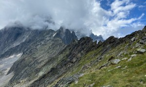 Arete des Fretes from the approach